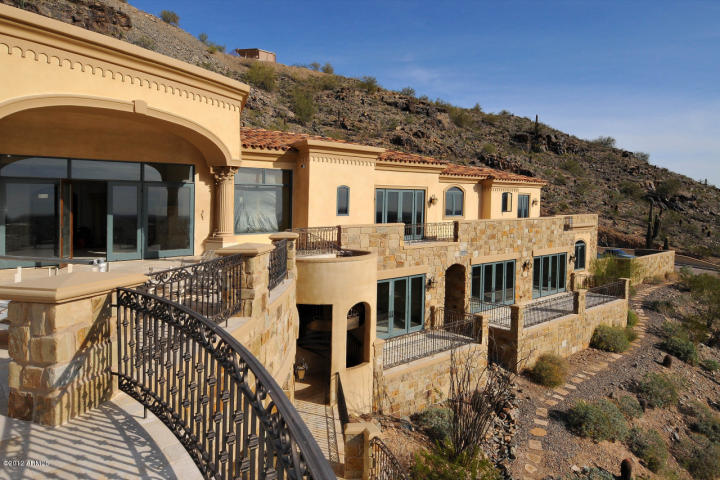 Distressed luxury home sales ruled in march 2012 was for 10 million dollar homes