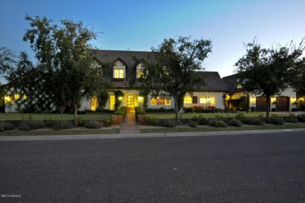 5915 E ARCADIA LN Phoenix, AZ 85018