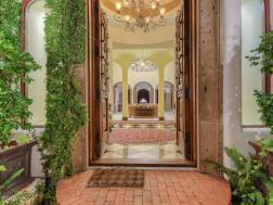 Lavish pAdZ! Fine Estates & Architecture