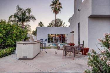 $1.04M gorgeous custom Scottsdale contemporary design