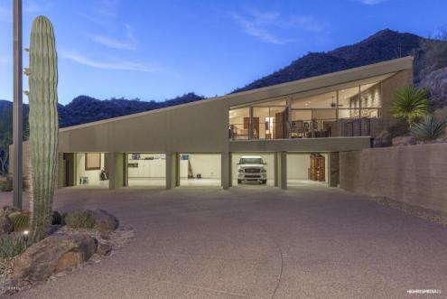 a design by architect Gordon Rogers in Scottsdale Mountain