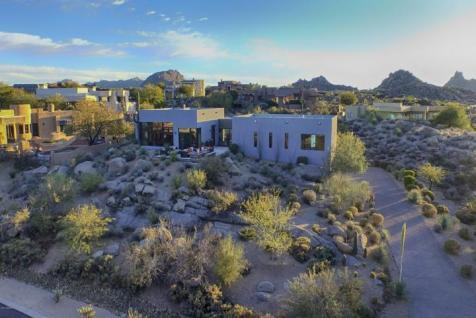 Just a couple of cool bachelor pads on fleek in the Desert 15