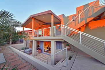 Just a couple of cool bachelor pads on fleek in the Desert a10