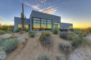 Just a couple of cool bachelor pads on fleek in the Desert