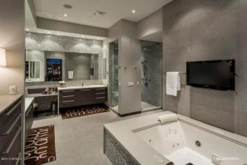 Celebrity 'Malcolm in the Middle' Star Frankie Muniz former AZ Contemporary Pad listed for $3.15 Million 5