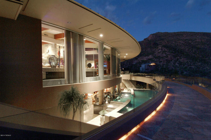 A Dramatic Circular Home Overlooking the Tucson Desert & Skyline 12