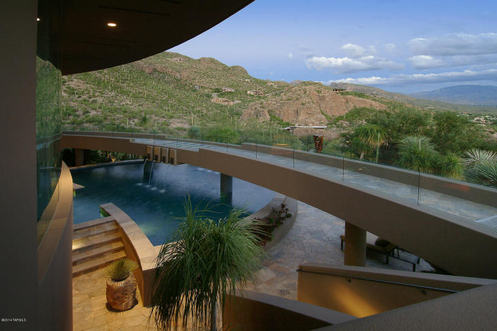 A Dramatic Circular Home Overlooking the Tucson Desert & Skyline 13