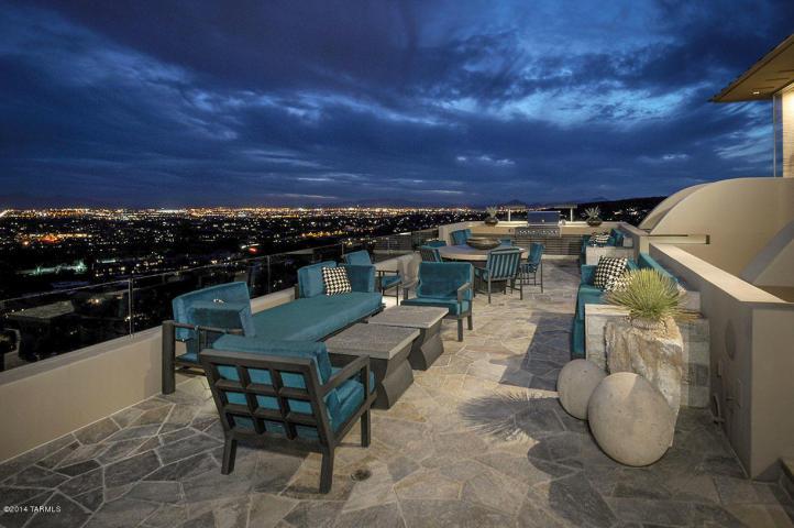 A Dramatic Circular Home Overlooking the Tucson Desert & Skyline 15