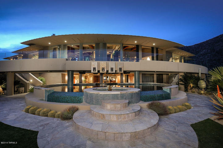 A Dramatic Circular Home Overlooking the Tucson Desert & Skyline 19