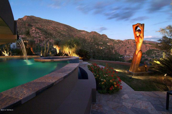 A Dramatic Circular Home Overlooking the Tucson Desert & Skyline 25