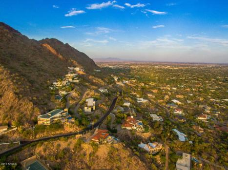 Phoenix house sitting on the South slope of Camelback Mountain 10