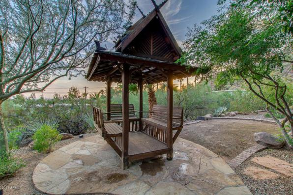 Phoenix house sitting on the South slope of Camelback Mountain 30