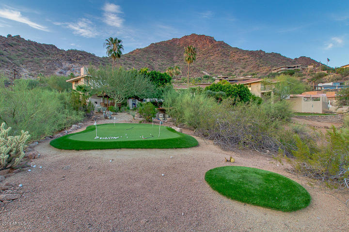Phoenix house sitting on the South slope of Camelback Mountain 31