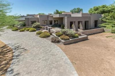 Some love and TLC will get this Scottsdale home poppin in the 85281