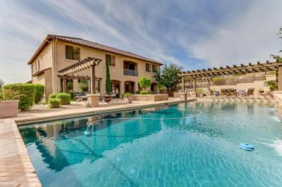 timeless-tuscan-architecture-in-peoria-westwing-mountain-checks-all-the-boxes-15