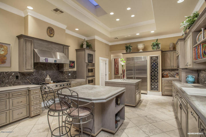 live-lavishly-for-18k-a-mo-at-this-paradise-valley-mansion-1