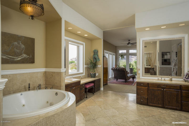 live-lavishly-for-18k-a-mo-at-this-paradise-valley-mansion-8