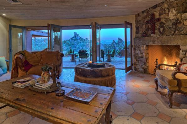 carefree-az-home-built-into-mountains-boulders-11