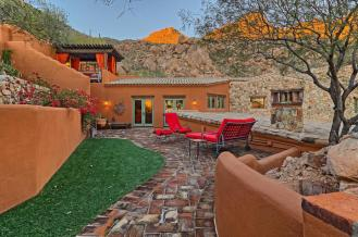 carefree-az-home-built-into-mountains-boulders-14