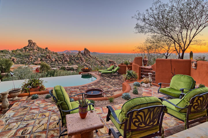 carefree-az-home-built-into-mountains-boulders-19