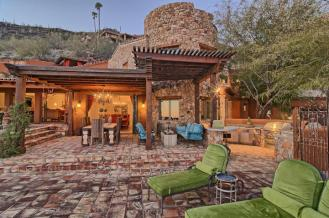carefree-az-home-built-into-mountains-boulders-3