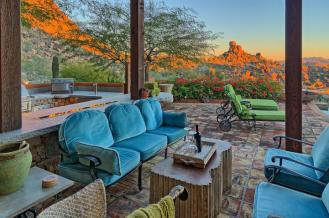 carefree-az-home-built-into-mountains-boulders-5