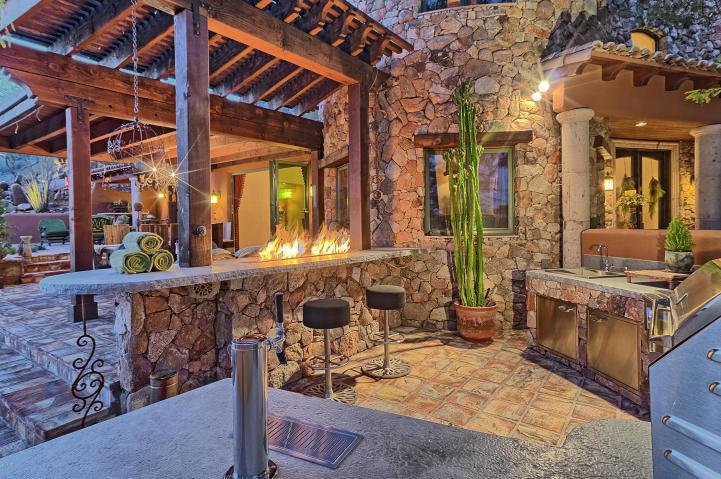 carefree-az-home-built-into-mountains-boulders-6