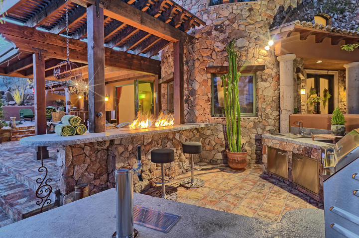 carefree-az-home-built-into-mountains-boulders-6