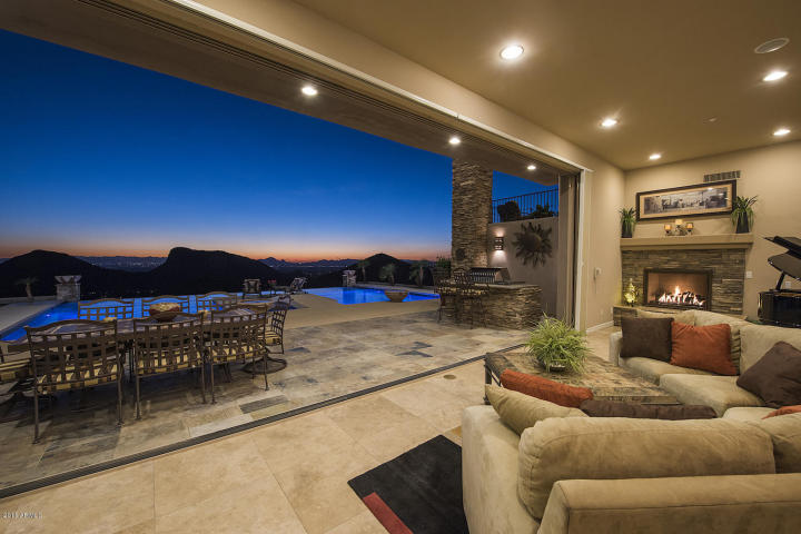 supreme-auctions-kicks-off-2017-with-viento-point-a-lavish-contemporary-in-fountain-hills-5