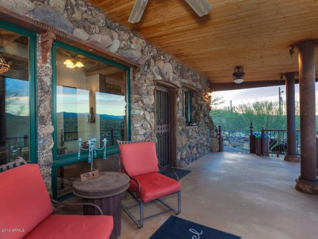 an-artist-tiny-home-built-using-some-of-arizonas-rich-history-1