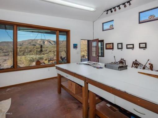 an-artist-tiny-home-built-using-some-of-arizonas-rich-history-10