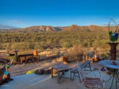an-artist-tiny-home-built-using-some-of-arizonas-rich-history-12