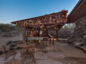 an-artist-tiny-home-built-using-some-of-arizonas-rich-history-14