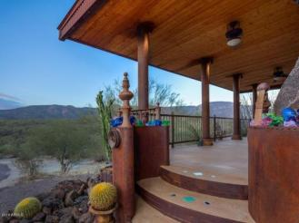 an-artist-tiny-home-built-using-some-of-arizonas-rich-history-2