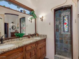 an-artist-tiny-home-built-using-some-of-arizonas-rich-history-4