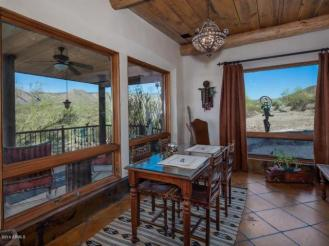 an-artist-tiny-home-built-using-some-of-arizonas-rich-history-5