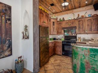 an-artist-tiny-home-built-using-some-of-arizonas-rich-history-6