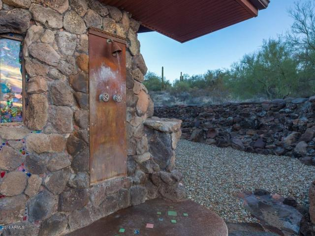 an-artist-tiny-home-built-using-some-of-arizonas-rich-history-7