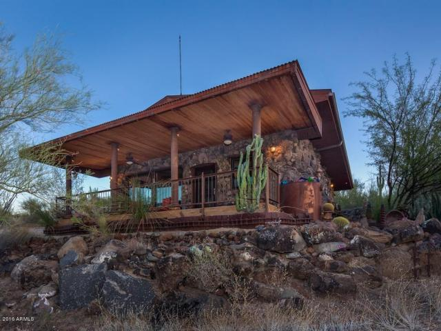 an-artist-tiny-home-built-using-some-of-arizonas-rich-history