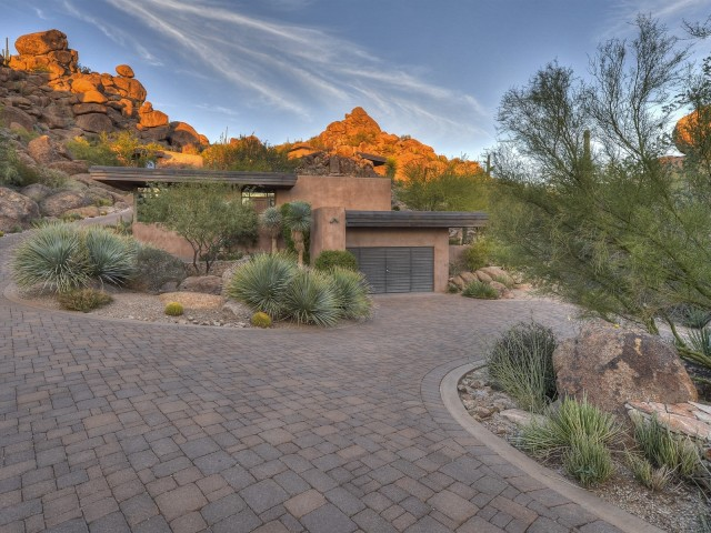Auction planned for Carefree contemporary southwest architecture house with Award-Winning Landscape 8