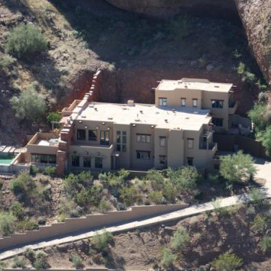 territorial-santa-fe-style-paradise-valley-home-on-top-of-camelback-mountain-6