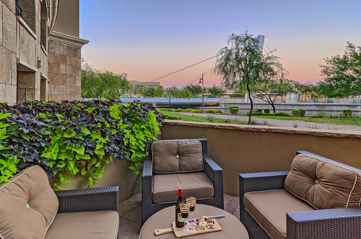 Scottsdale Waterfront pied-à-terre with all the perks & own private Patio 11