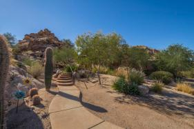 $1.4M Off the grid multi-level estate with guest house is a luxurious retreat and has forever views 3