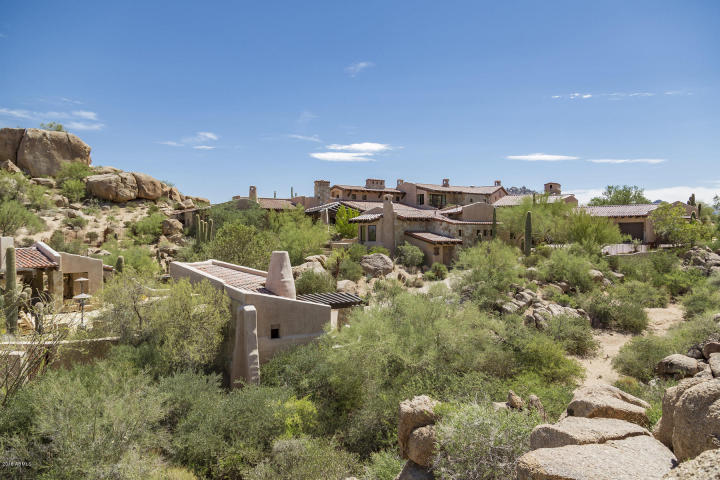 Estancia Scottsdale Southwestern adobe-style compound set amongst boulders to sell at auction 1