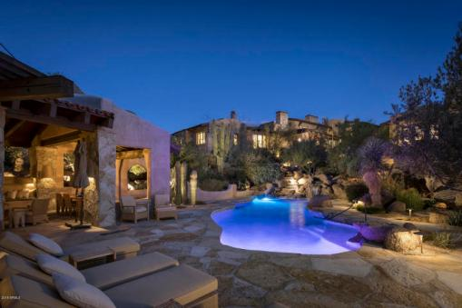 Estancia Scottsdale Southwestern adobe-style compound set amongst boulders to sell at auction 14