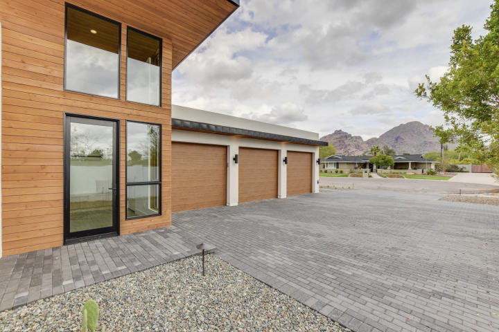Design of the week - Sleek, New organic Contemporary designed to capture head-on Camelback vistas 18